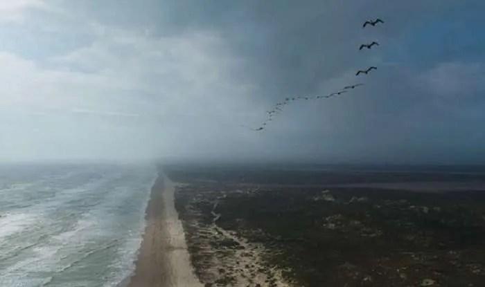 Катастрофирало НЛО на плаж в Тексас отблъсква ураганите