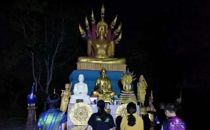 Извънземни се свързват с хората в будисткия храм на хълма Кхао Кала