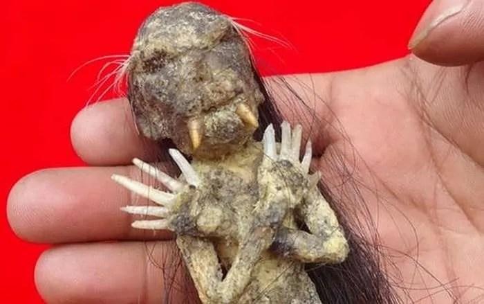 Кого изобразява ужасната индонезийска кукла Дженглот?