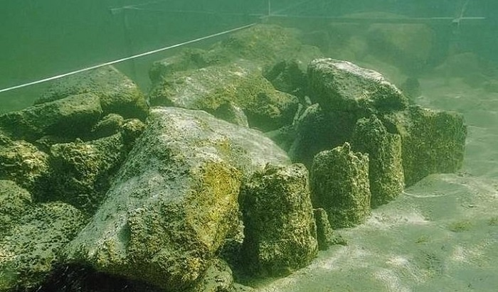Изследователи откриха швейцарския Стоунхендж на дъното на езеро