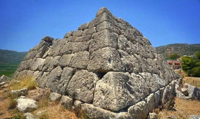 Загадъчната гръцка пирамида Хелиникон е построена преди египетските пирамиди
