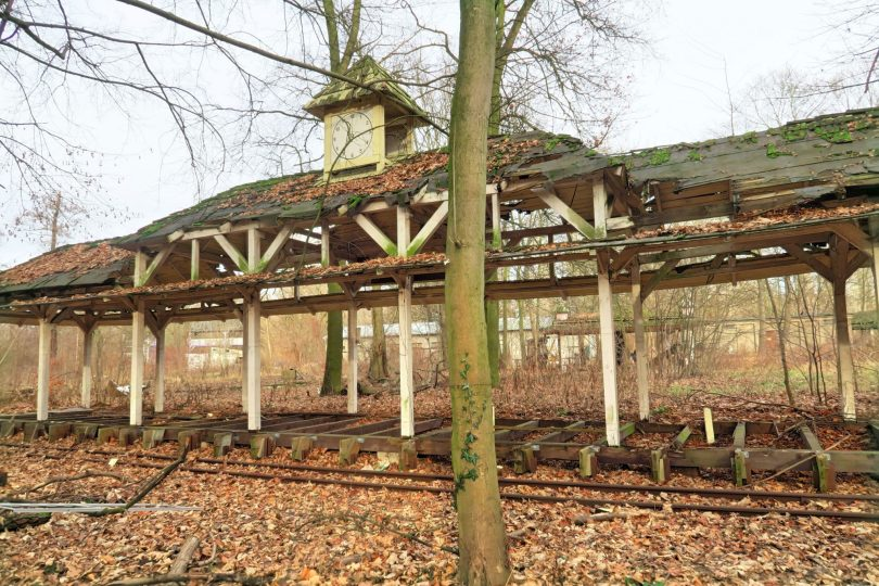 This is one of the few things you can see from outside, behind the fence: an abandoned train station for one of the rides that used to take you all around the park