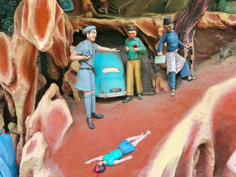 A diorama about the story of a father who was a gambler, which resulted in the death of his son.