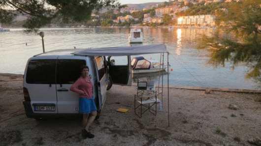 Unser Stellplatz in erster Reihe auf dem Kamp Rozac bei Trogirin