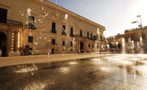 Palast mit Wasserspiel