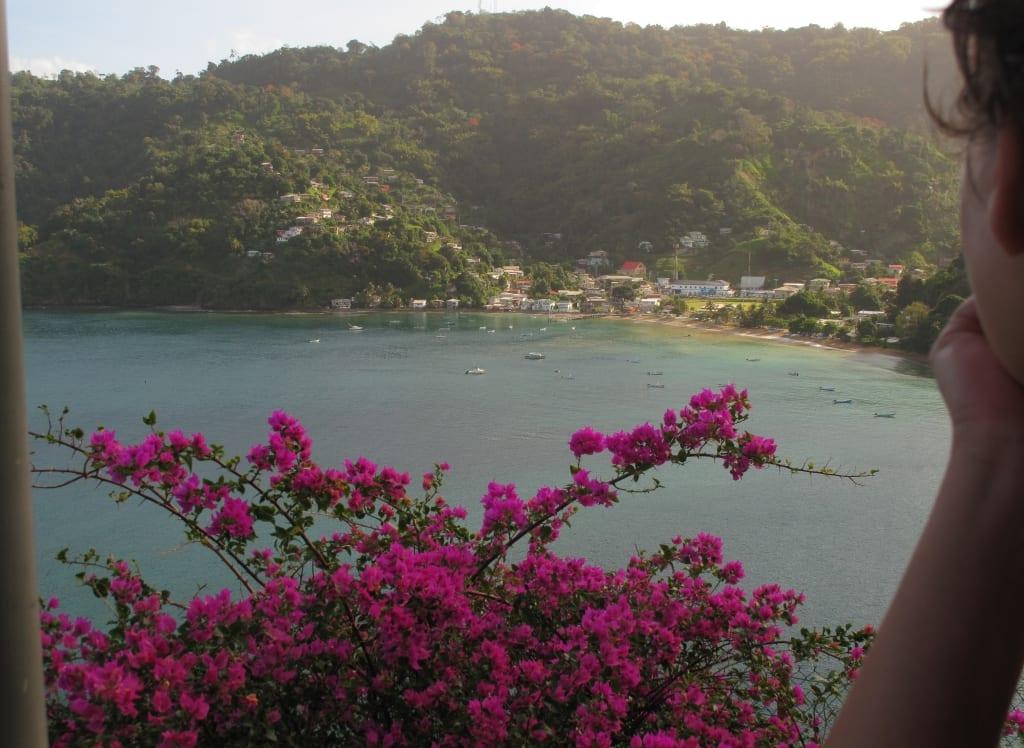 Dorf an einem Tropenstrand