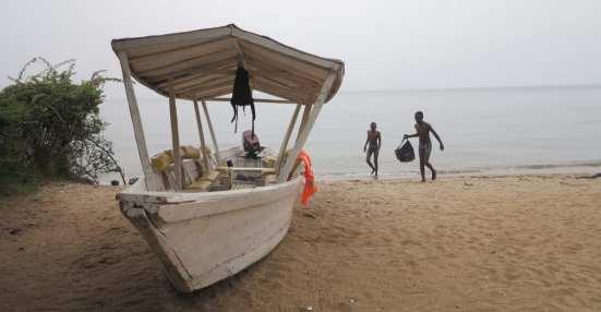 Boot an einem Strand