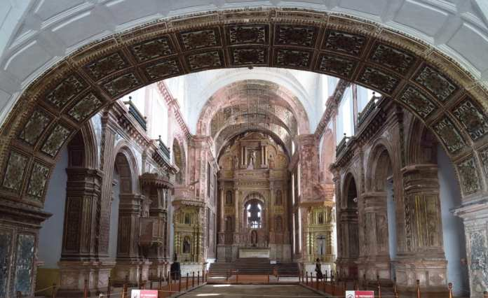 Innenraum einer Kirche in Goa Velha