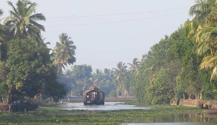 Gausboot in den Backwaters in Kerala