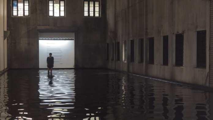 Installation Sea of Pain von Raúl Zurita während der Kunstbiennale in Kochi/Indien