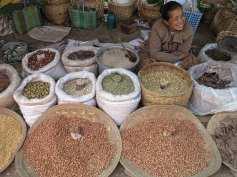 Gewürzeverkauf auf einem Markt am Inle-See in Myanmar