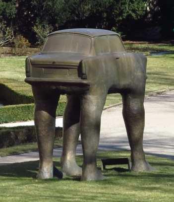 """Skulptur """"Quo Vadis"""" von David Cerný in der Deutschen Botschaft in Prag"""