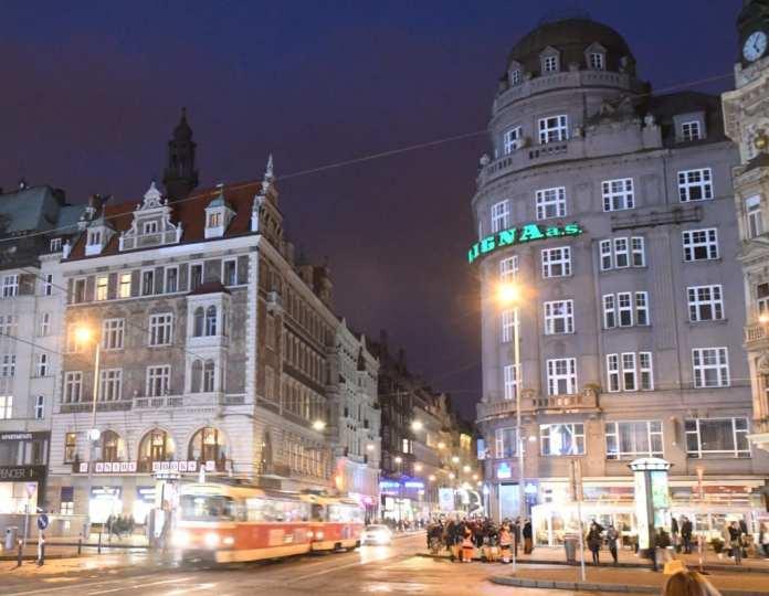 Wenzelsplatz in Prag im Abendlicht