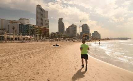Jogger am Strand von Tel Aviv