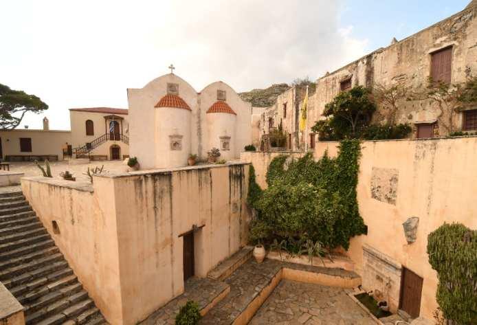 Mauern eines alten Klosters auf Kreta
