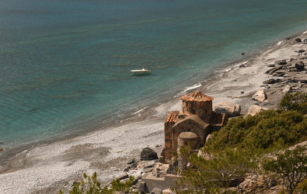 Historische Kapelle am Strand an Kretas Südküste