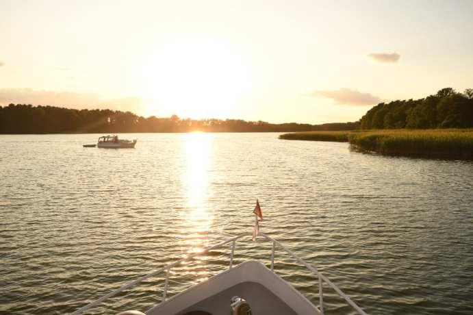 Sonnenuntergang über einem See