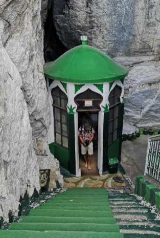 Muslimisches Grabmal mit grünem Dach