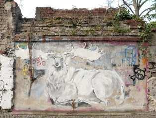 Mural eines Hirschen an einer Mauer