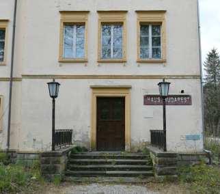 Haus mit Aufschrift Haus BudapestPotsdam