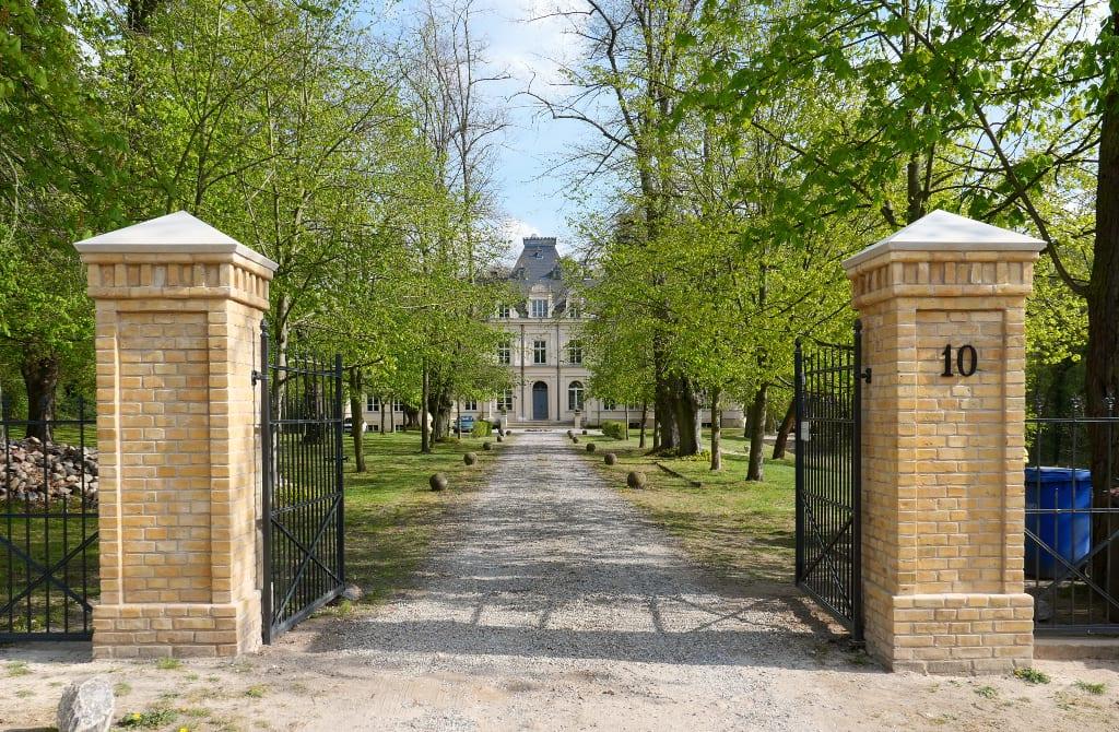 Zufahrt zu einem Schloss