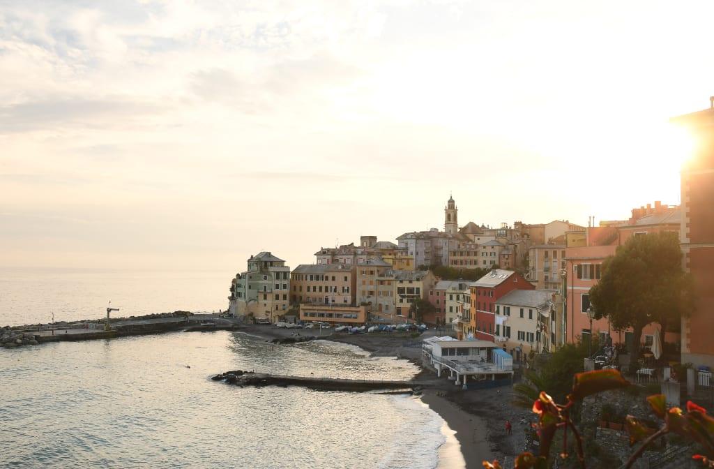 Hübsche Stadt am Meer