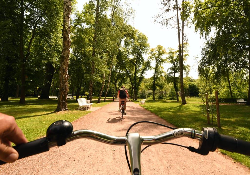 Fahrradfahrer in einem Park
