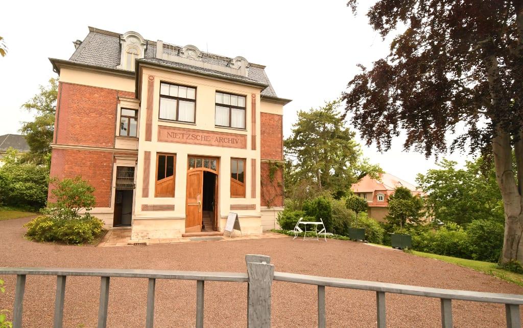 Villa von außen fotografiert