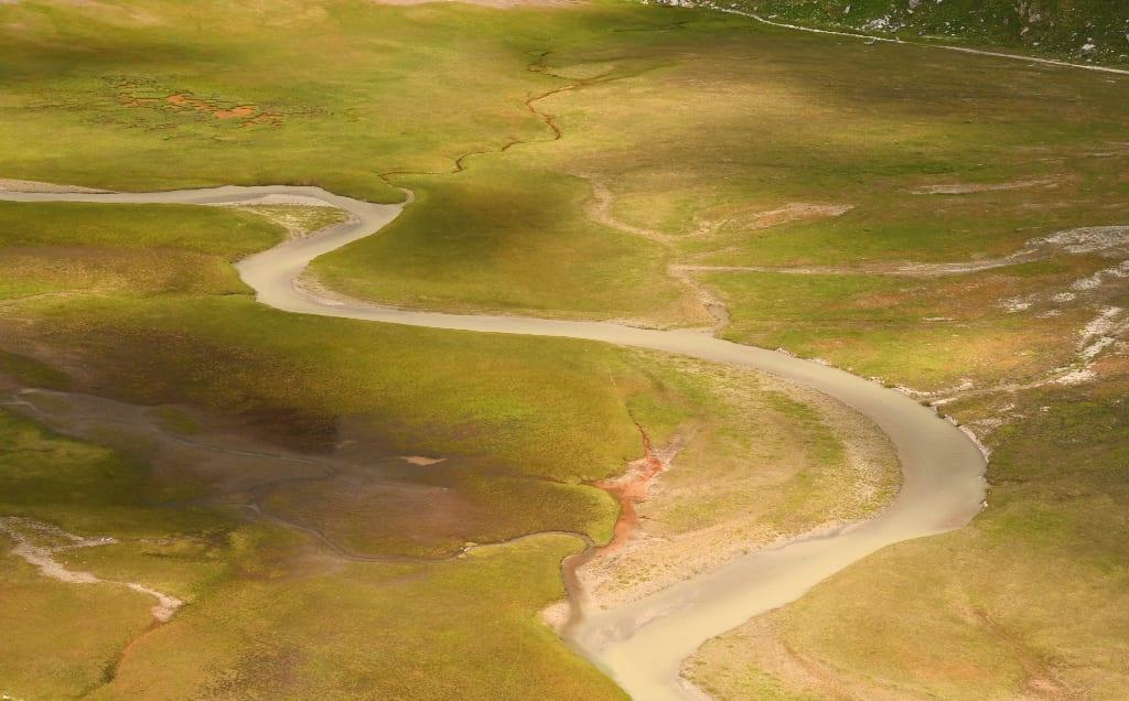 Blick auf Landschaft mit Flüssen
