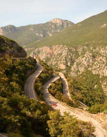 Serpentinenstraße durch die Berge