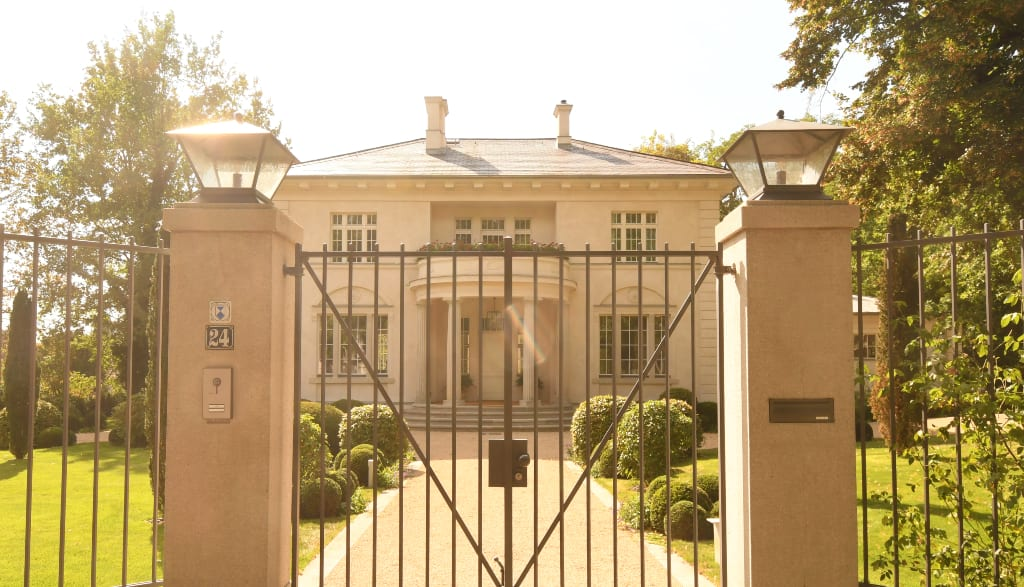 Elegante Villa mit Säulen