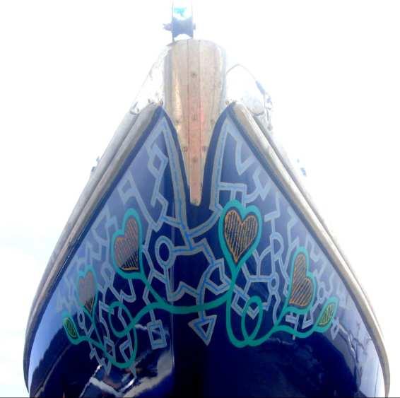 Mit Herzen bemaltes Boot