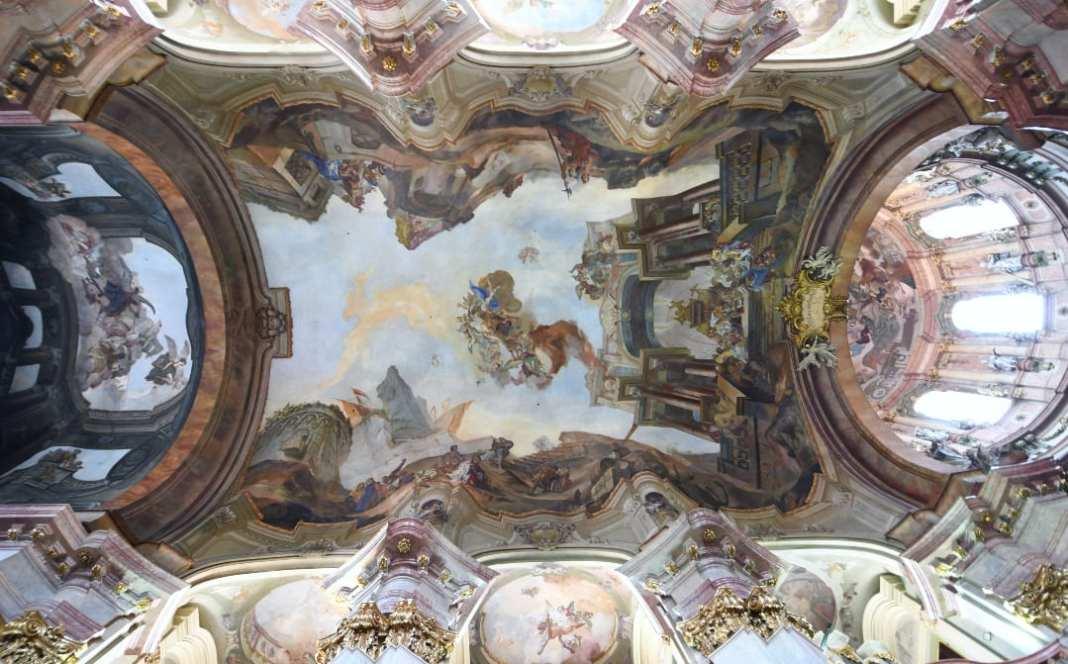 Blick auf barocke Fresken