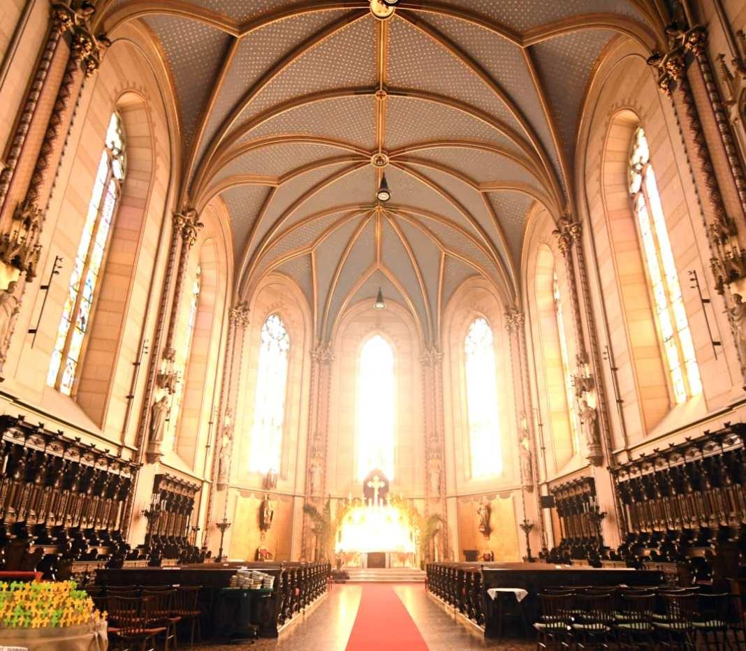 Kirche mit schönem Kreuzgewölbe