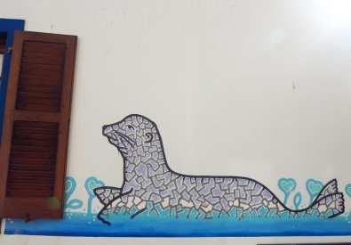 Seehund auf Hauswand gemalt