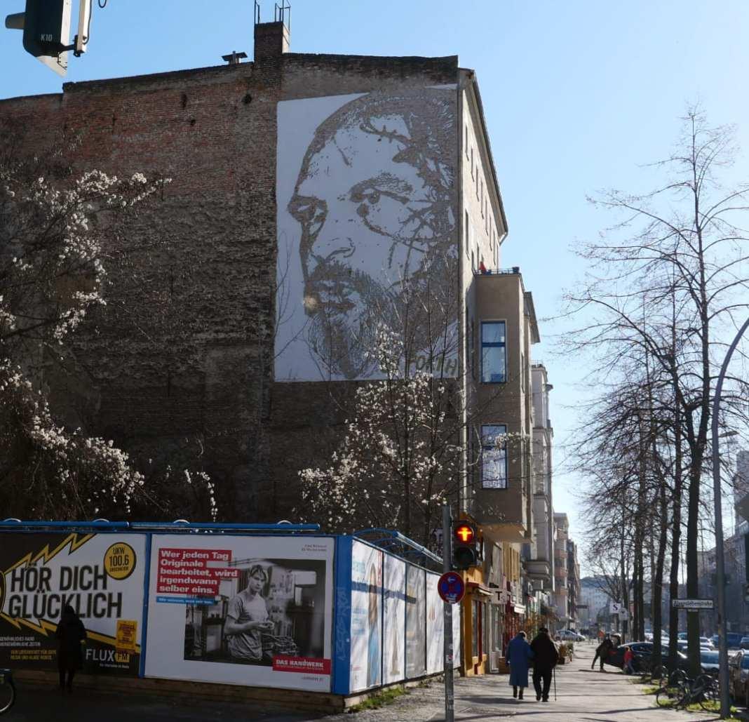Mural eines bärtigen Mannes
