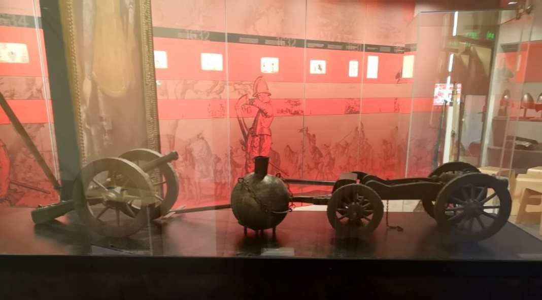 Vitrine eines Museums