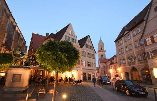 Schöne historische Stadt im Abendlicht