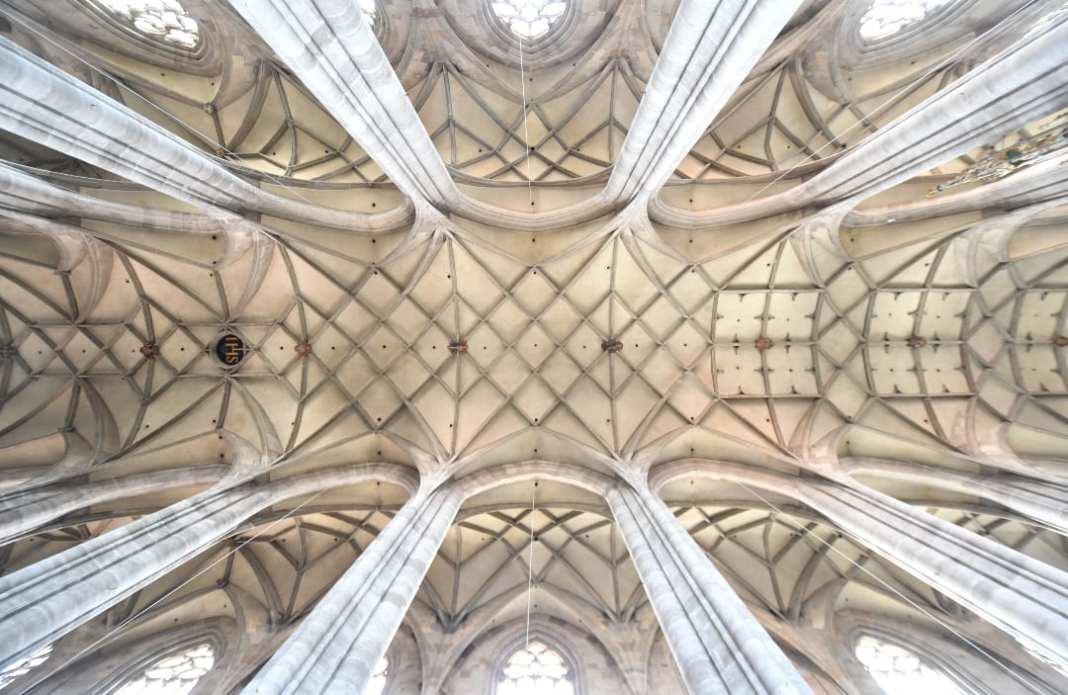 Rippengewölbe einer Kirche