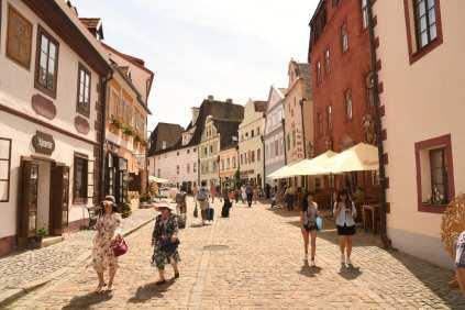 Altstadtgasse mit Touristen