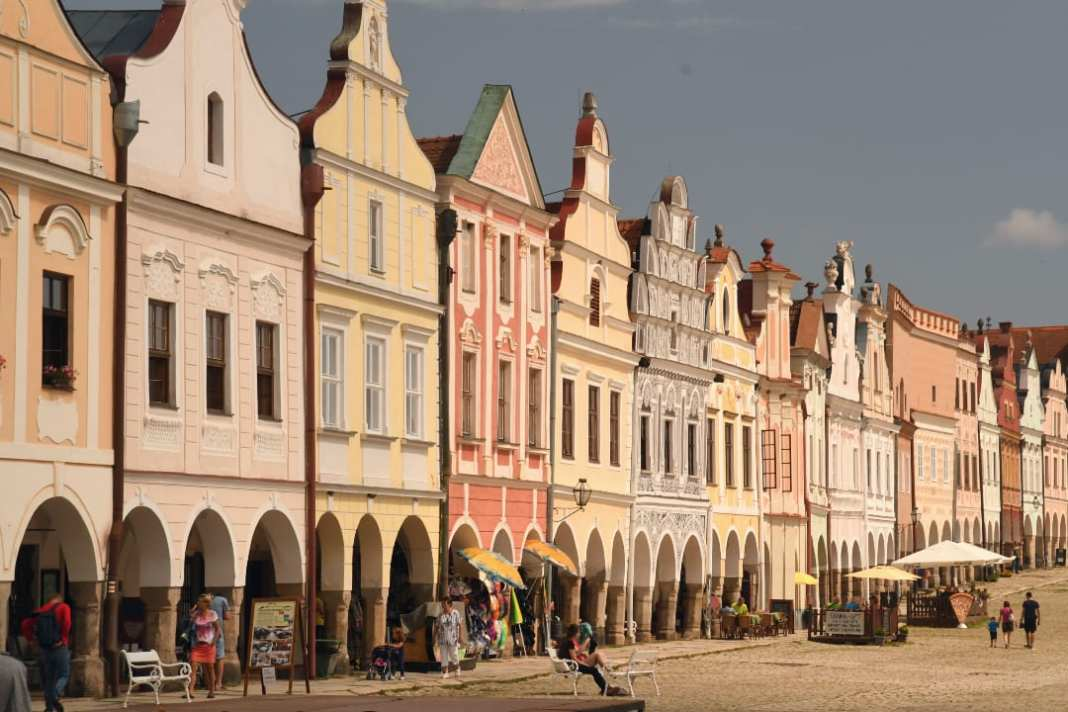 Pastellfarbene Häuserzeilen aus der Renaissance