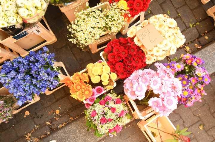 Blumen auf einem Wochenmarkt