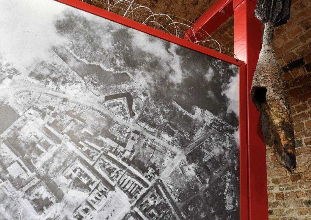 Historisches Foto einer zerbombten Stadt