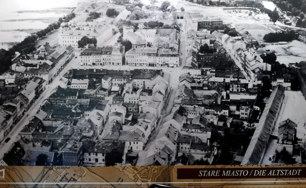 Historisches Foto einer Stadt von oben