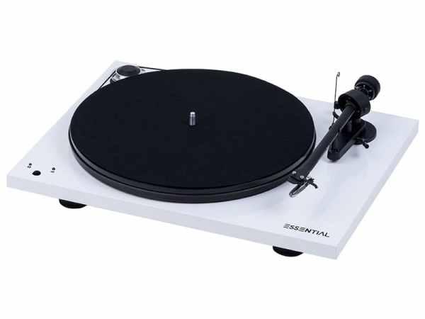 Pro-Ject Essential III RecordMaster è un giradischi bianco