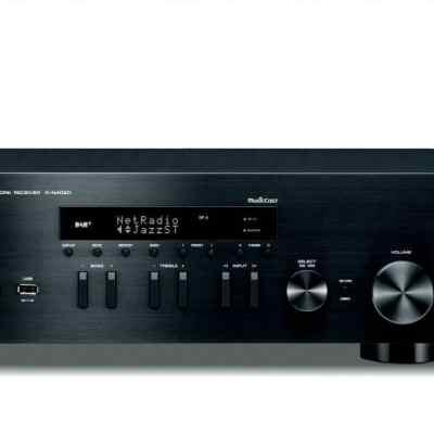 Yamaha R-N402D è un sintoamplificatore stereofonico nero