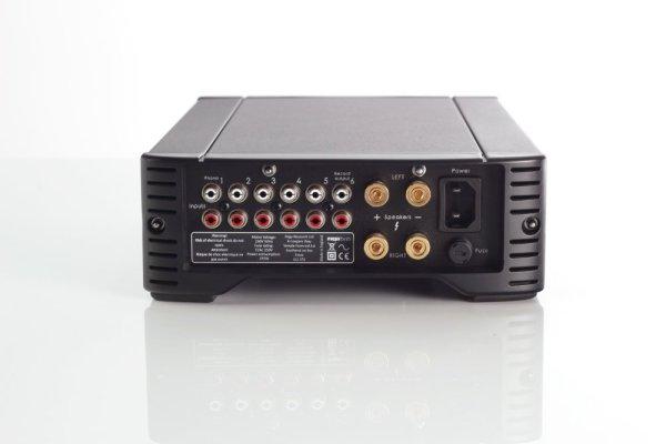 Rega Brio R è un amplificatore integrato nero retro