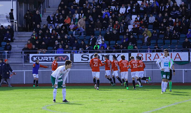 HIFK juhlii Esa Terävän tekemää tasoitusmaalia IFK Mariehamnia vastaan huhtikuussa. Kuva: Jere Nevalainen