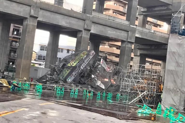 電柱が倒れ、各地で停電発生。高架工事の足場も崩壊!?東淀川区の台風21号の暴風により各地で被害が発生しています。