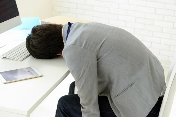 疲労を感じるとヒゲが早く伸びる